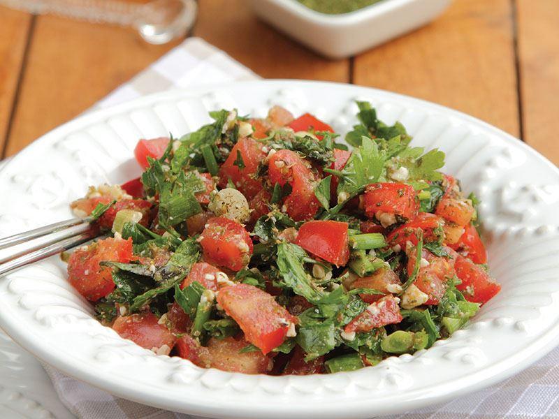 Domatesli yeşillik salatası tarifi